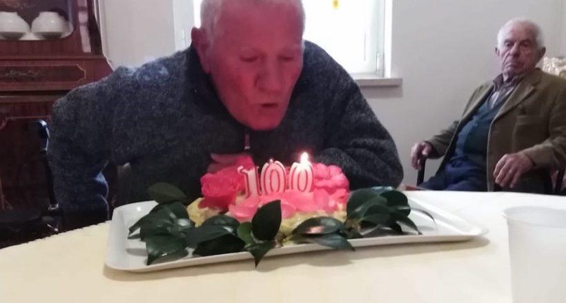Nicola spegne le candeline